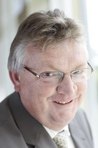 Dr. Ulf Debacher