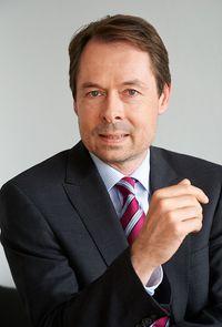 Dr. Roland Leuschner