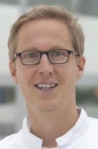 Dr. Niels Renzing